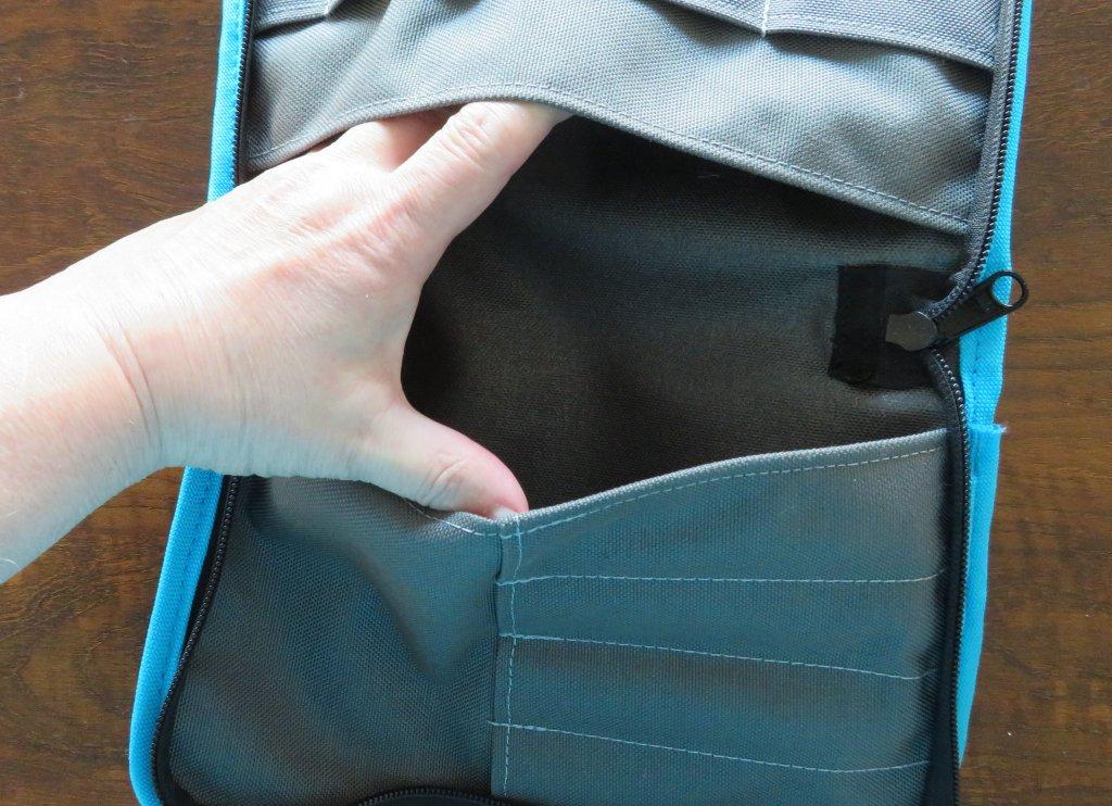 Interior pockets detail