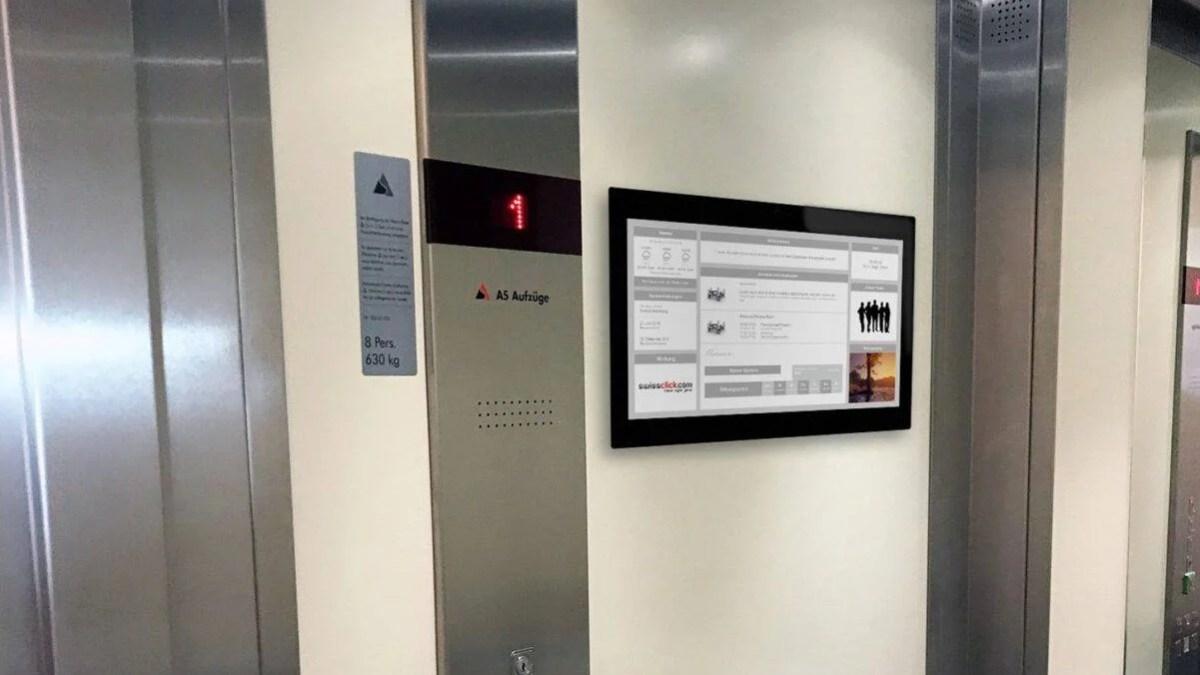 Digitale Haustafel in einem Lift close-up