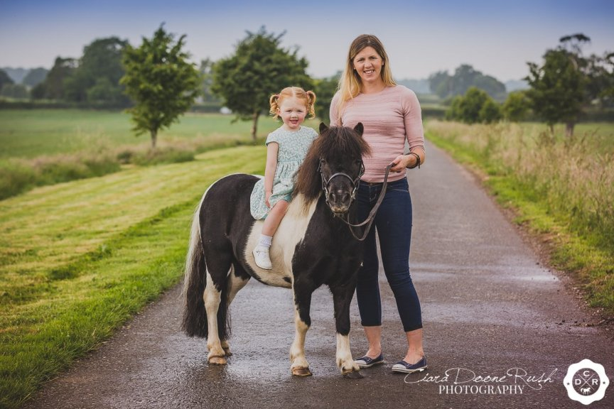 mother and daughter horse photo shoot
