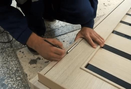 Разметка на коробке под установку петель