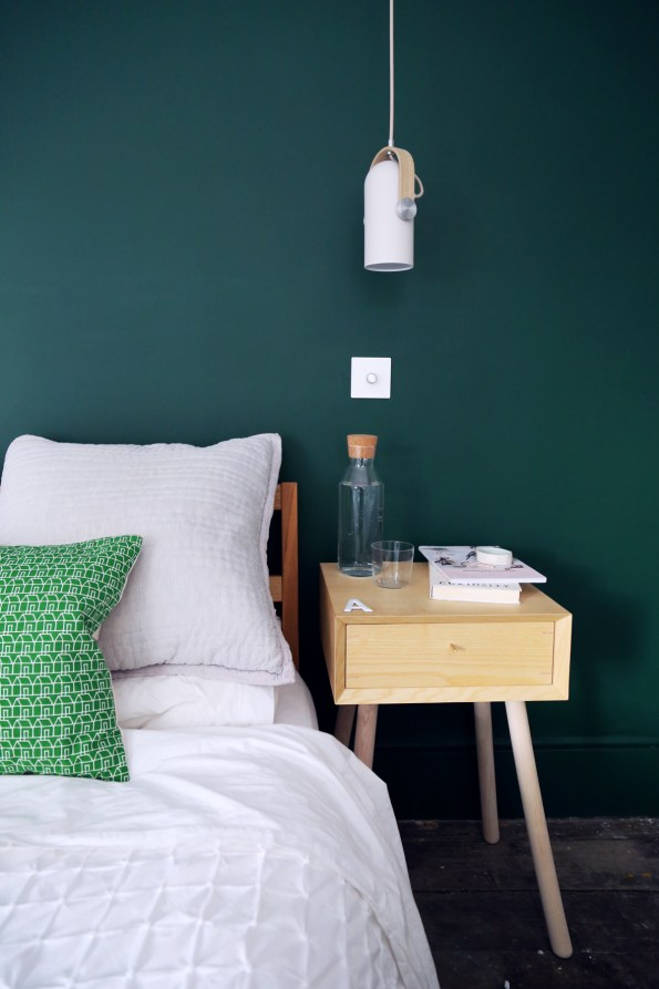 170718-MasterBedroom-BedsideTable&Cushions-V2