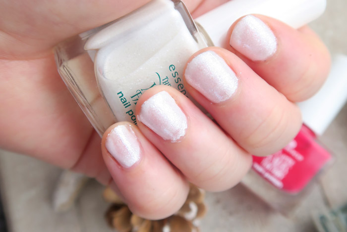 essence the little x-mas factory nail polish let's take an elfie