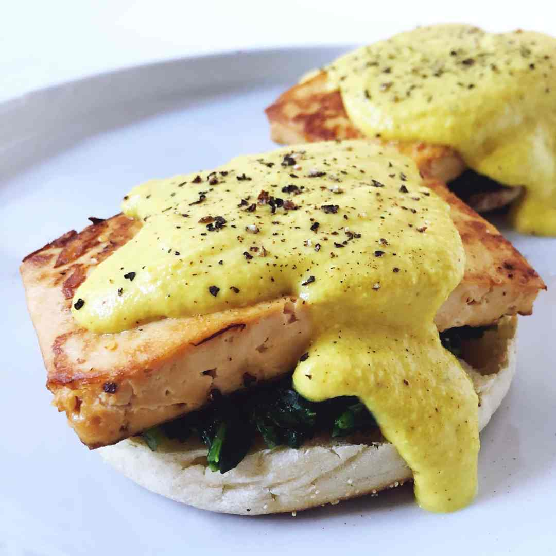Tofu florentine with vegan Hollandaise sauce