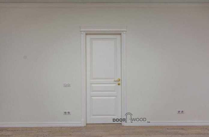 Классическая белая дверь doorwood