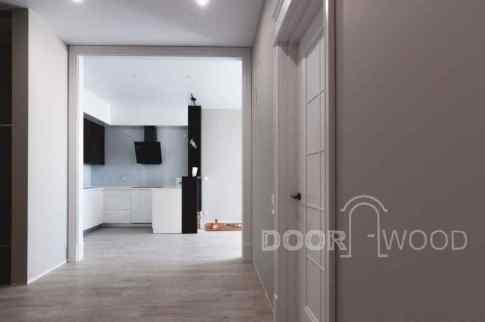 Дверь в спальню вид из спальни на кухню