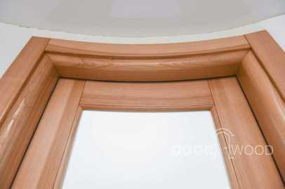 Дверной короб радиусной деревянной двери из ясеня. Короб со скруглением и пазовым наличником.