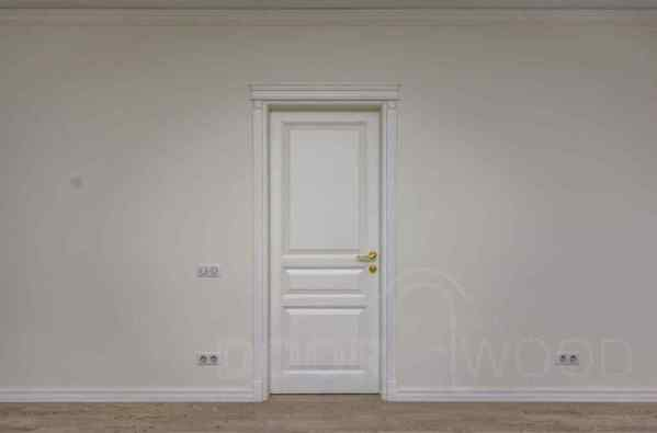 Двери из ясеня Old Town 5.1 белая с карнизом 1