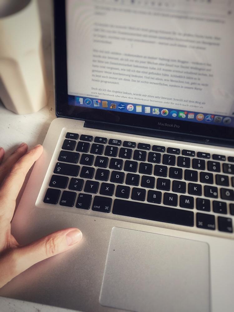 Schreiben hilft Texterin bei der Arbeit Tastatur Mac book