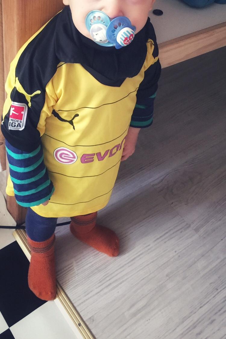 29467cafdbb0e1 Nuckeln Schnuller Kleinkind Baby BVB Borussia Dortmund 09 Trikot  Zweijährige Mam Sauger Beruhigung Kampf