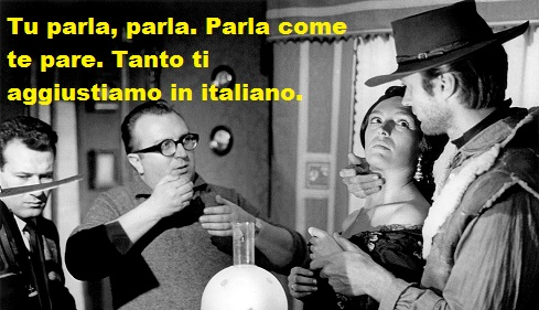 Sergio Leone dà consigli a Clint Eastwood sul set di Per un pugno di dollari. Nella vignetta che ironizza sul doppiaggio Leone dice: tu parla, parla. Parla come te pare, tanto ti aggiustiamo in italiano.