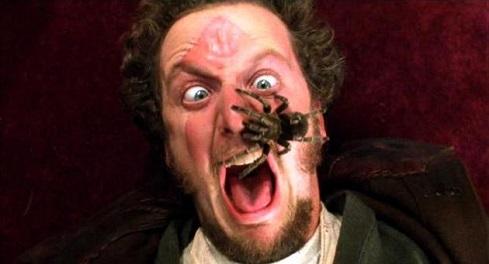 La tarantola sul volto di Daniel Stern in Mamma ho perso l'aereo