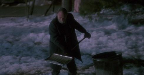 Il vecchio vicino che sparge il sale, dal film Mamma ho perso l'aereo