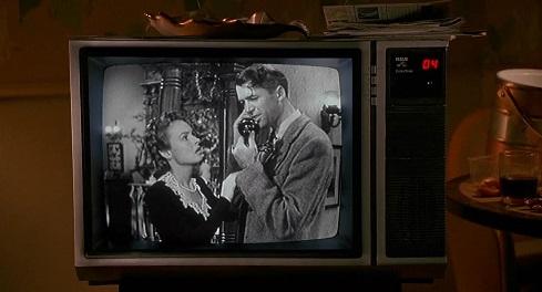 La vita è meravigliosa, di Frank Capra in una scena da Mamma ho riperso l'aereo