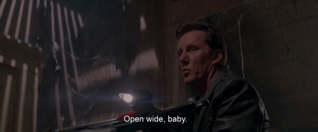 Scena da Vampires di Carpenter, James Woods prima di impalare una vampiressa dice: open wide, baby.
