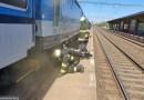V Přelouči likvidují hasiči požár lokomotivy