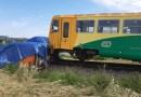 U Velkých Opatovic na Blanensku se střetl osobní vlak s dodávkou