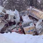 Při nehodě nákladního vlaku zemřeli tři lidé, příčinou byla vysoká rychlost