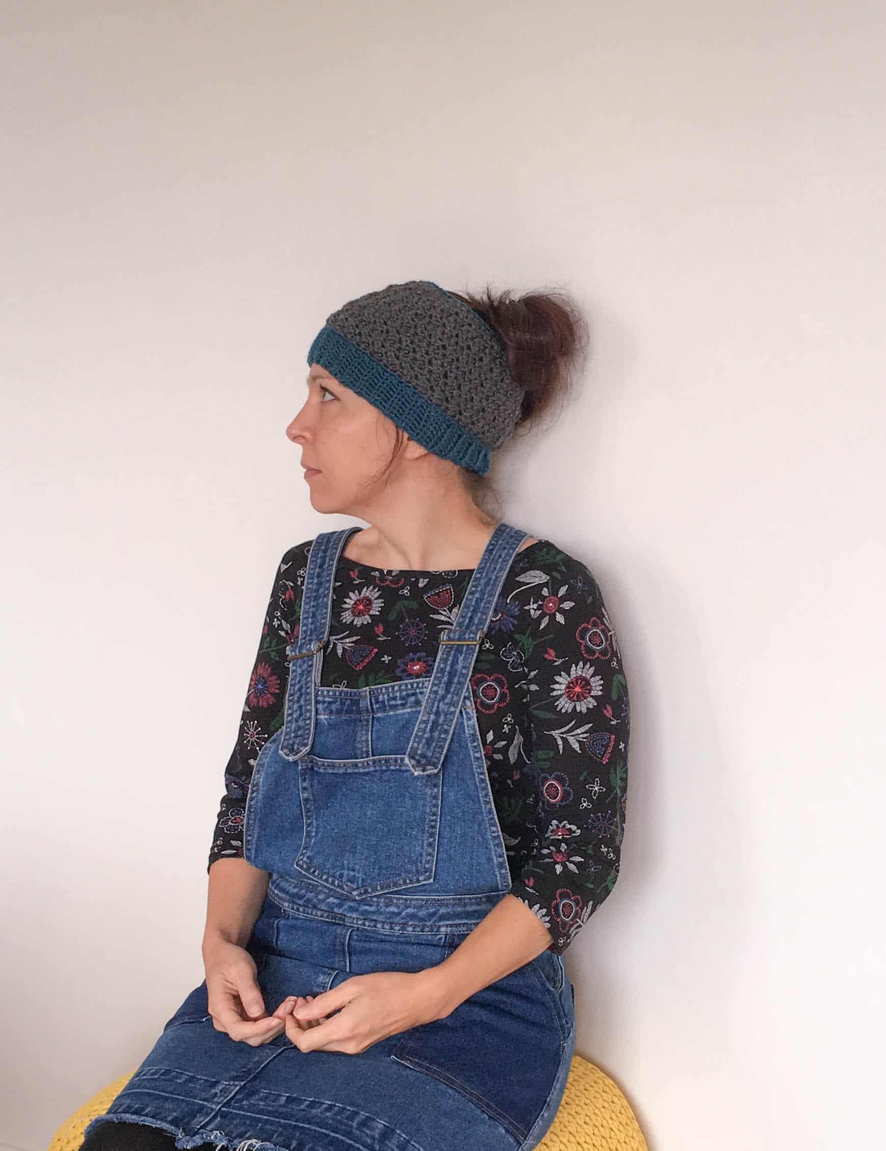 textured free crochet pattern messy bun hat ribbed band