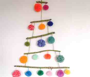 pom pom christmas tree stashbusting yarn