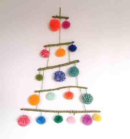 pom pom christmas tree stashbusting yarn