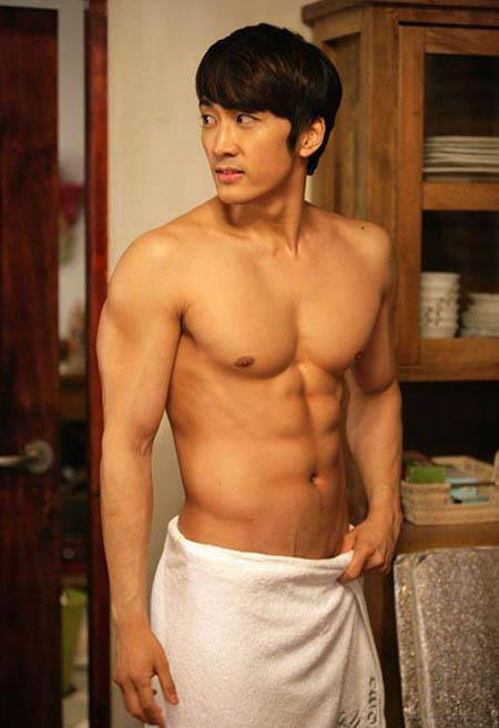 15 atores coreanos que são conhecidos por seus corpos sexy