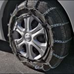 タイヤチェーンの非金属・金属・布製の違いは?亀甲型とはしご型どっちがいい?