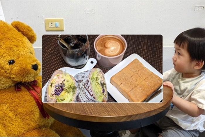 基隆仁愛市場網美咖啡廳 | 不限時、無低消的 【找咖】有熊陪你喝咖啡