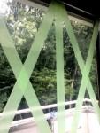 台風の時の窓のテープの貼り方 窓ガラスへの効果・跡が残らないのは?