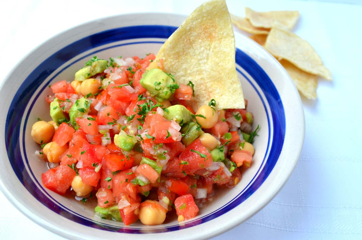 This recipe for mexican garbanzo salad combines tomato, onion, serrano chile, avocado, chickpeas and lime juice. Makes a great lunch.