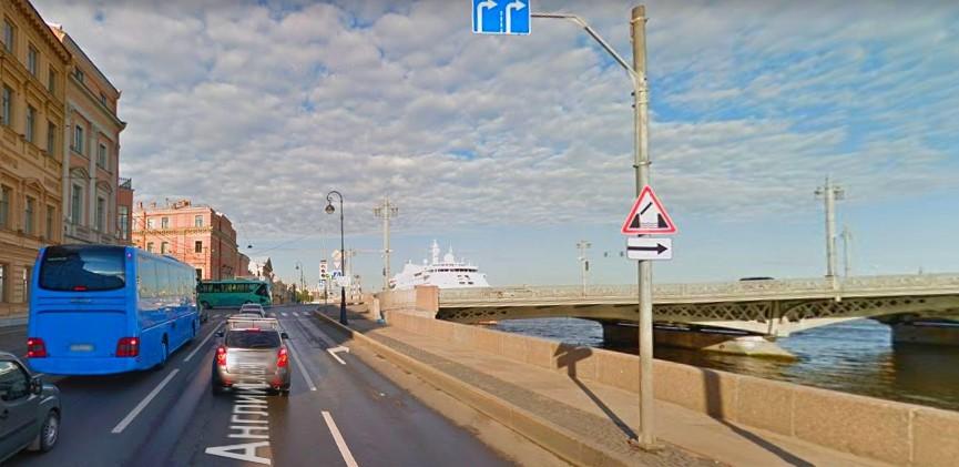 Расположение дорожного знака 1.9 - Разводной мост в Санкт-Петербурге (Россия)