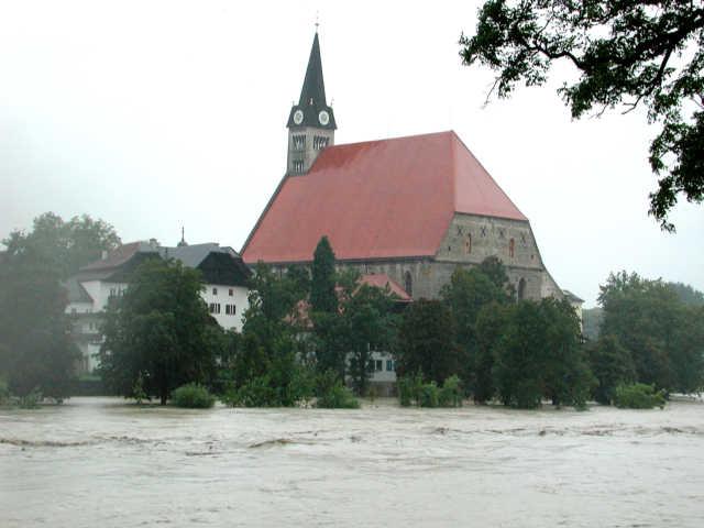 Pfarr- und Stiftskirche Zu Unserer Lieben Frau in Laufen/ Obb innen im Salzachknie gegenüber von Oberndorf an der Salzach.
