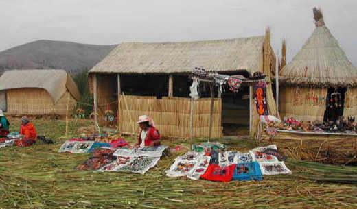 Am Titicacasee mit den schwimmenden Rohrkolbeninseln