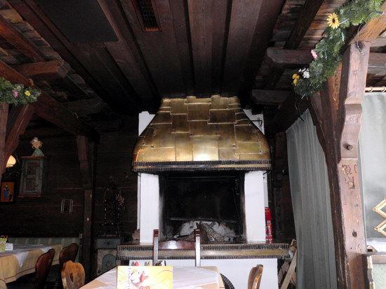 """Das goldene Dachl im Inneren der """"Almhütte"""""""
