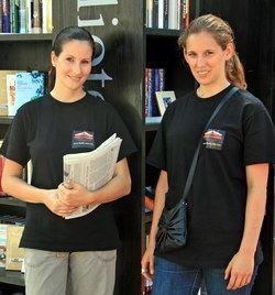 Freundliche Mitarbeiterinnen beraten die Bücherwürmer