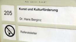 Türschild Kunst und Kulturförderung   Dr. Hans Berginz - Referatsleiter