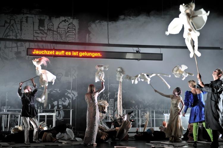 Faust 2011: Barbara Nüsse, Birte Schnöink, Friederike Harmsen, Patrycia Ziolkowska, Philipp Hochmair  © Arno Declair