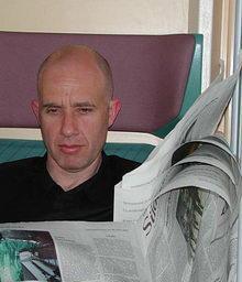 Zeitungsleser. Foto: KTraintinger, Dorfzeitung