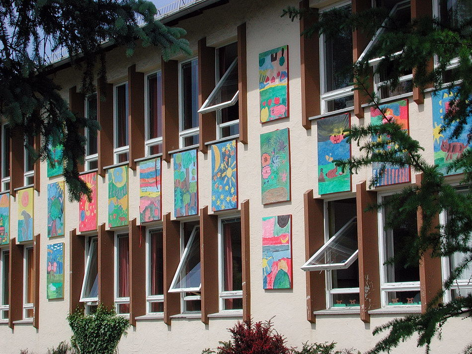 Bildtafeln an der Volksschule Lamprechtshausen 2003