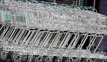 Einkaufswagen vor einem Supermarkt   Foto: Karl Traintinger