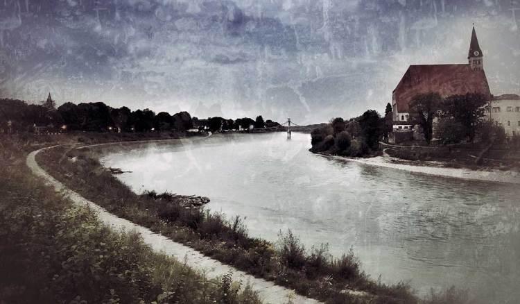 Die Salzach bei Oberndorf/ Laufen.