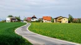 Ortseinfahrt bei Lamprechtshausen
