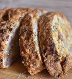 Brot mit Käse und Schinken