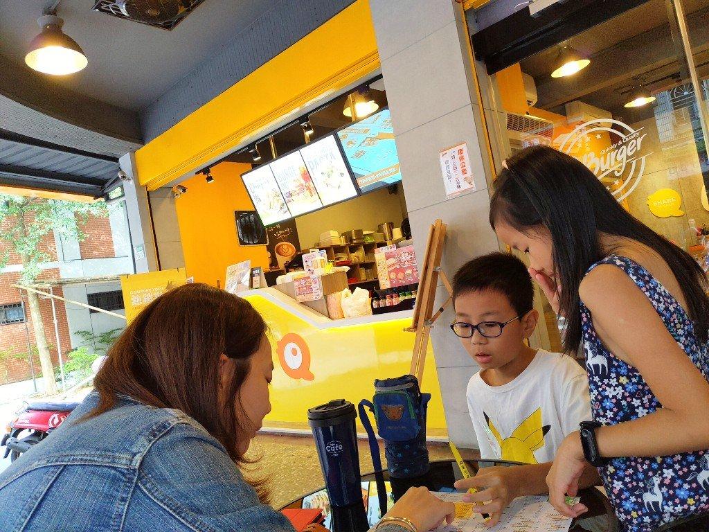 Q Burger 早餐土城延吉店開幕 | 記錄生活的美好