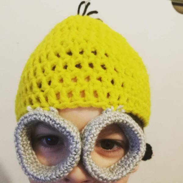 minion hat with glasses