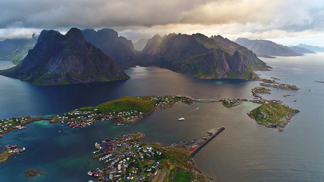 Lofoten (Norway / Arctic Circle) – an incredibly beautiful archipelago filmed from a drone.