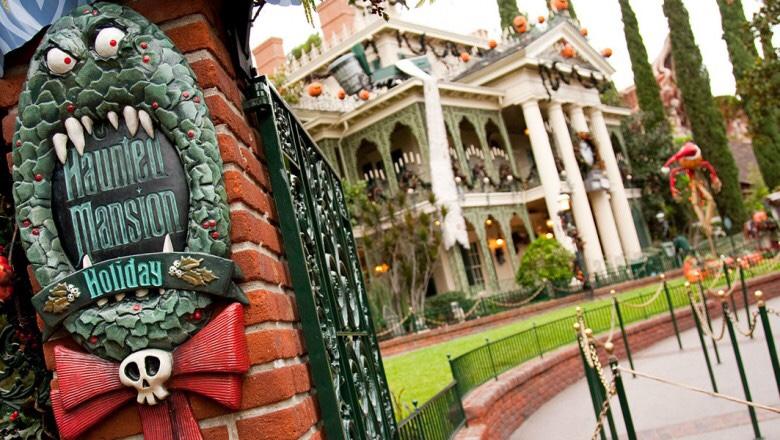 haunted mansion holiday returns at disneyland