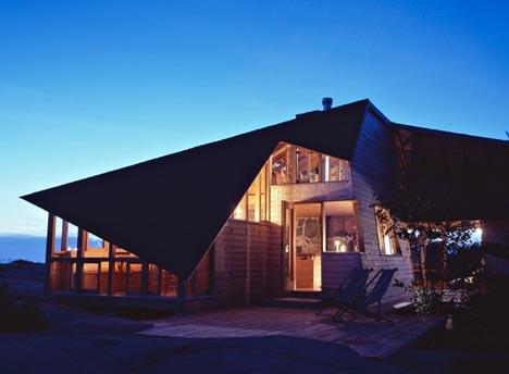 Small But Spacious Island Cabin Designs Amp Ideas On Dornob