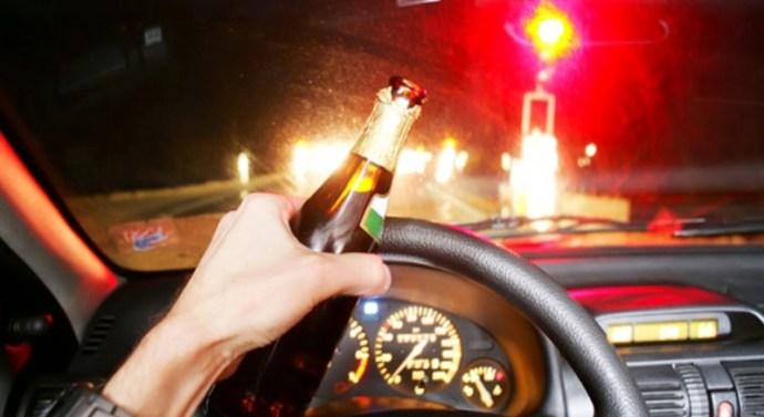 Egy üveg sört ivott, a rendőrök elkapták