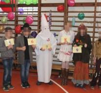Ku-Klux-Klan-tagnak öltözött a pilisvörösvári farsangon