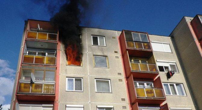 Teljesen kiégett egy lábatlani lakás